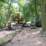 Rekonstruktion eines historischen Weges - Gefährdung der angrenzend stehenden Altbäume© A. von Lührte